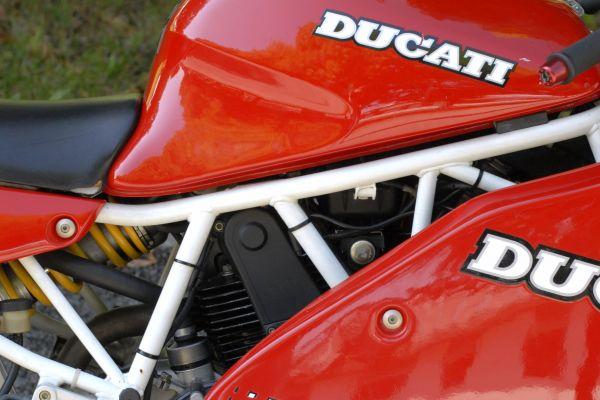 ducati-900ss-scorze-0411C717FF-5D81-3F6E-3C20-89ECC9575F43.jpg