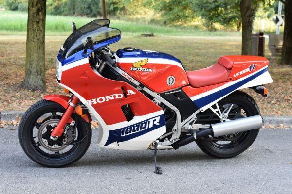 honda-vf1000r-rossa-019FA1E9F6-025F-77E5-F298-84FBA948AC93.jpg